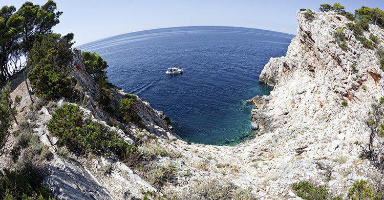 La Isla de Dugi ofrece un paisaje mediterráneo para disfrutar de sus aguas termales (iStock)