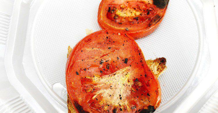 Unos ricos tomates asados (Fuente: iStock)