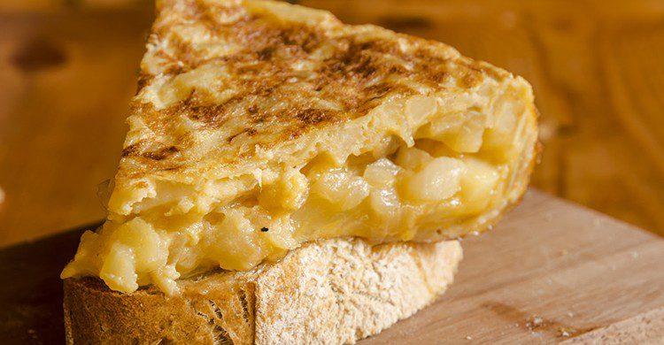 El plato estrella de la gastronomía española es la tortilla de patatas (Acierto.com)