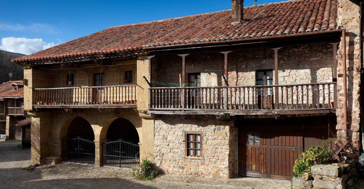 El pueblo de Bárcena Mayor en Cantabria (Fuente: iStock)