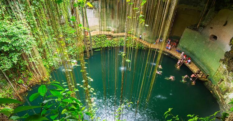 Cenote Sagrado en Chichén Itzá (iStock)
