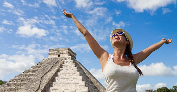 Turista en Chichén Itzá (iStock)