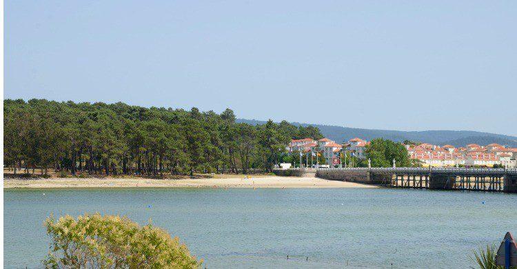 El famoso puente que une la isla de la Toja en Pontevedra (Fuente: iStock)
