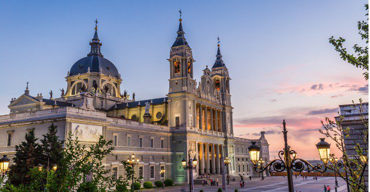 La Catedral de la Almudena en Madrid (Fuente: iStock)