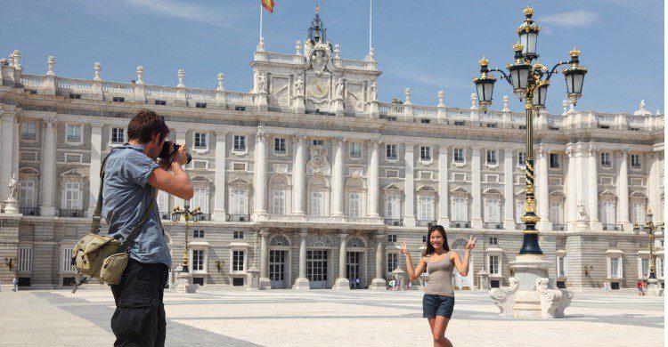 Plaza de Oriente con el Palacio Real al fondo, en Madrid (Fuente: iStock)