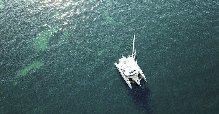 Vista de la tranquilidad de disfrutar en velero (GlobeSailor).