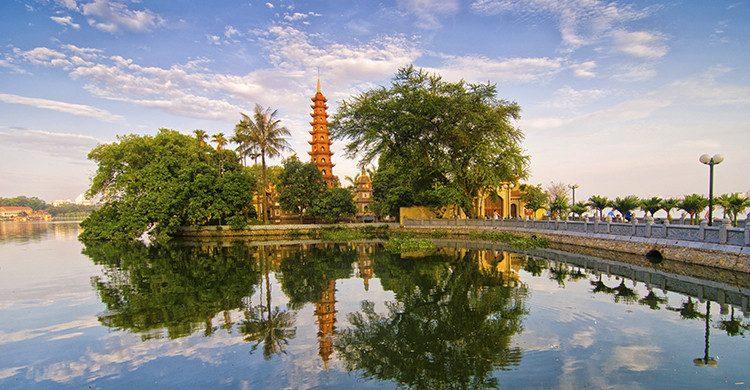 Amanecer en Tran Quoc pagoda(Istock)