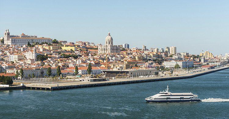 Vista de Lisboa con el río Tajo en Portugal(Istock)