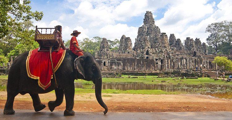 No dejes de conocer bayón en Angkor(Istock)