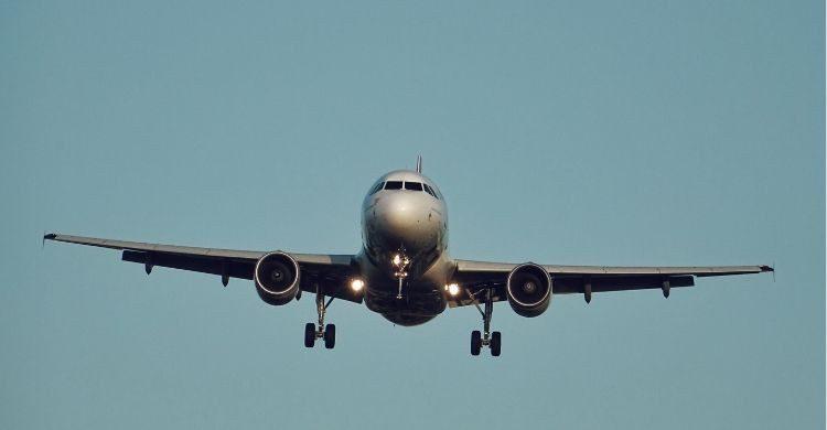 El avión despegó con 8 horas de retraso (Unsplash)