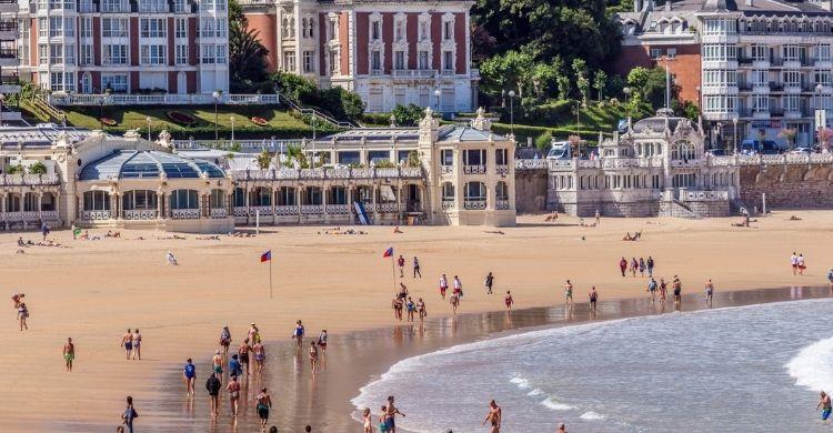 Pasear por la Playa de la Concha y otros placeres (iStock)